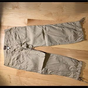 Hollister Cargo Capri  pants  Size 0